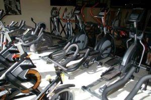 Máquinas de ejercicio cardio, elípticas, cintas. Gimnasio, estamos muy cerca de Valdeolmos