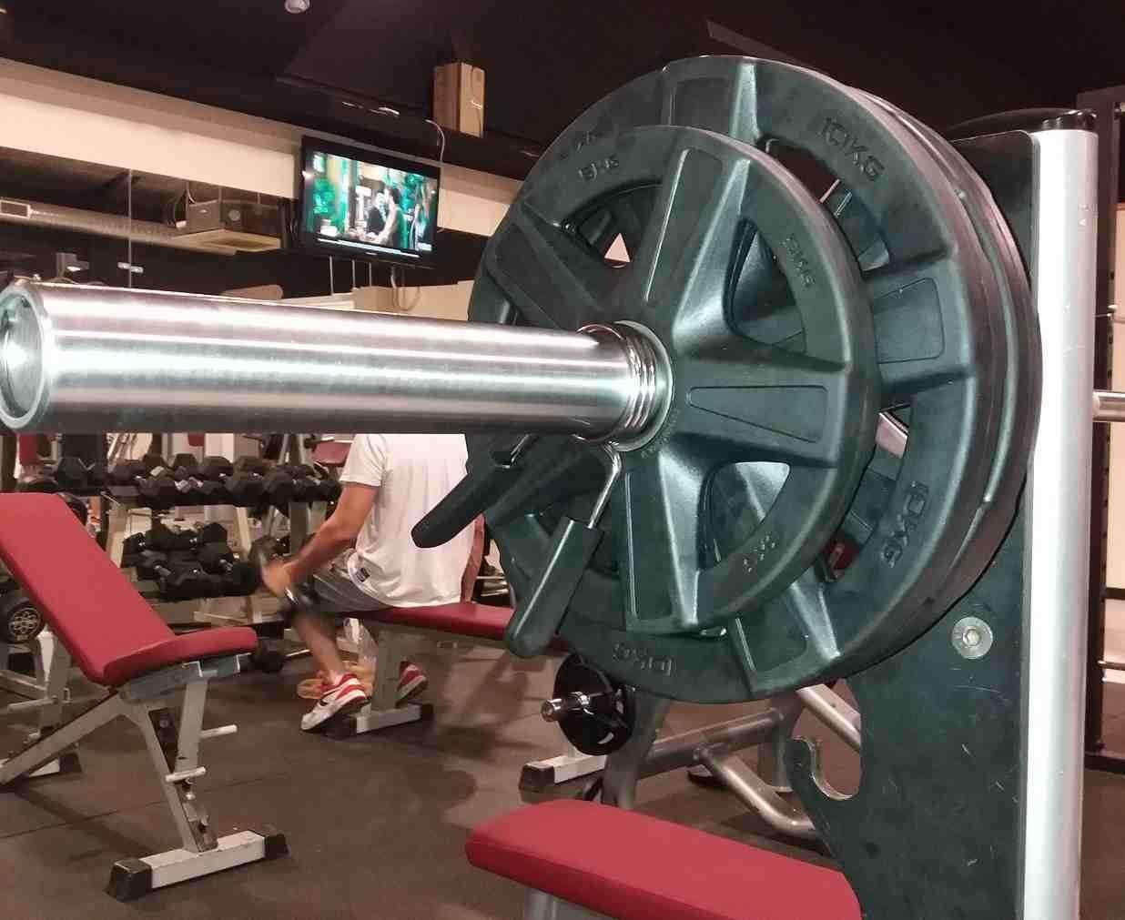 barra de pesas de halterofilia con monitaor para entranamiento